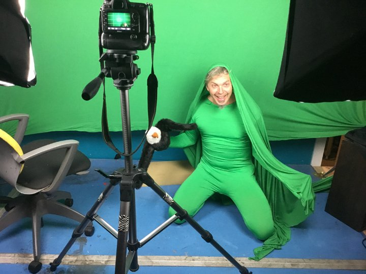 jonathan-youtt-in-green-screen-with-eagle-puppet