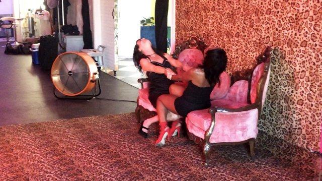 musician-onah-indigo-holds-hands-with-deidra-alexander-during-photo-shoot-in drip-studios-los-angeles